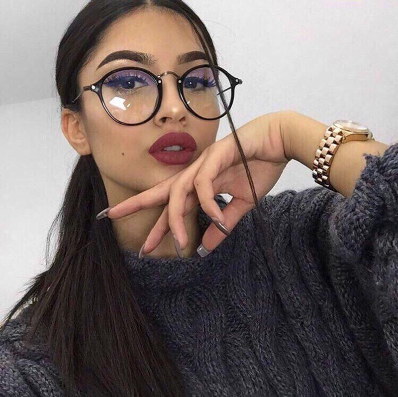 Девушка в очках на аву инстаграм