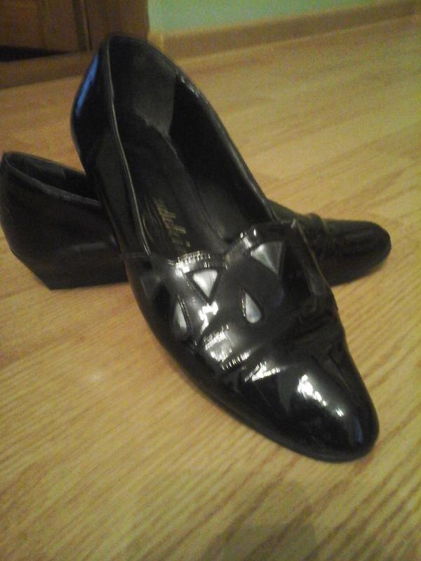 Лакові туфлі на низькому каблуку1 ... 13bb825c1a374