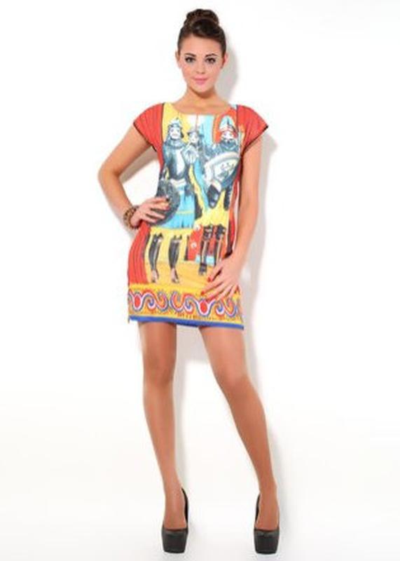 dcdc0c1a890 Яркое платье с принтом рыцари dolce gabbana Dolce   Gabbana