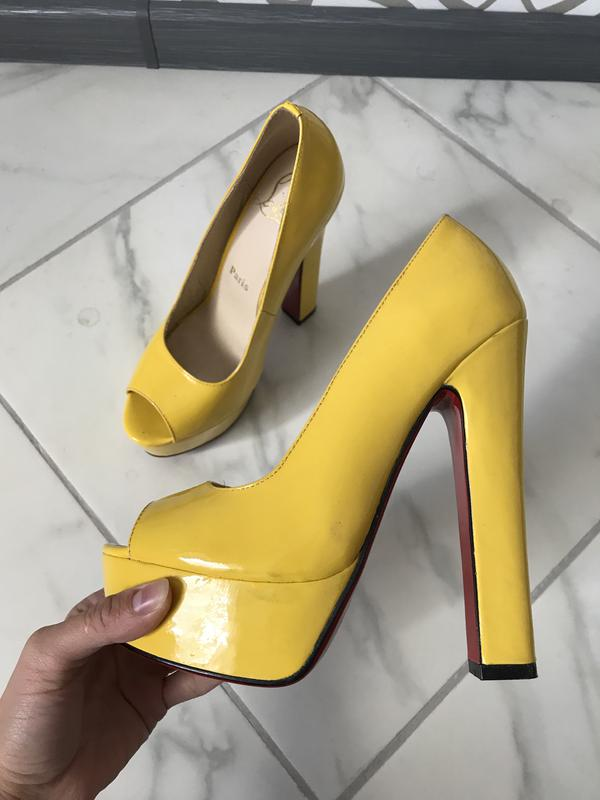 Туфли christian louboutin желтые лодочки на каблуке актуально1 ... be363481a2569
