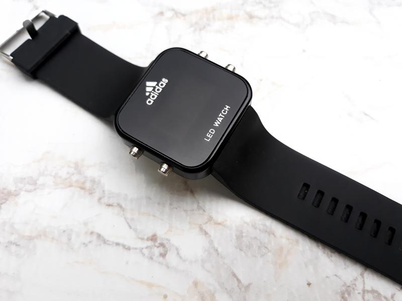 Часы адидас led watch очень легки в настройке и управлении.