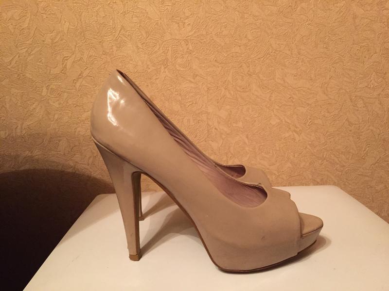 Бежевые туфли с открытым носком mango Mango 6459325cc3037