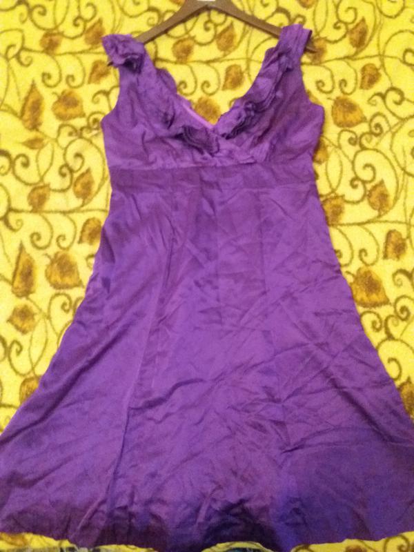 c1daf9335bb Атласное лиловое платье с рюшами1 ...