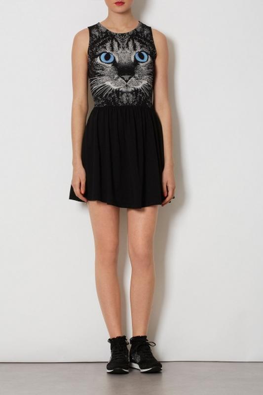 Черное платье с котами