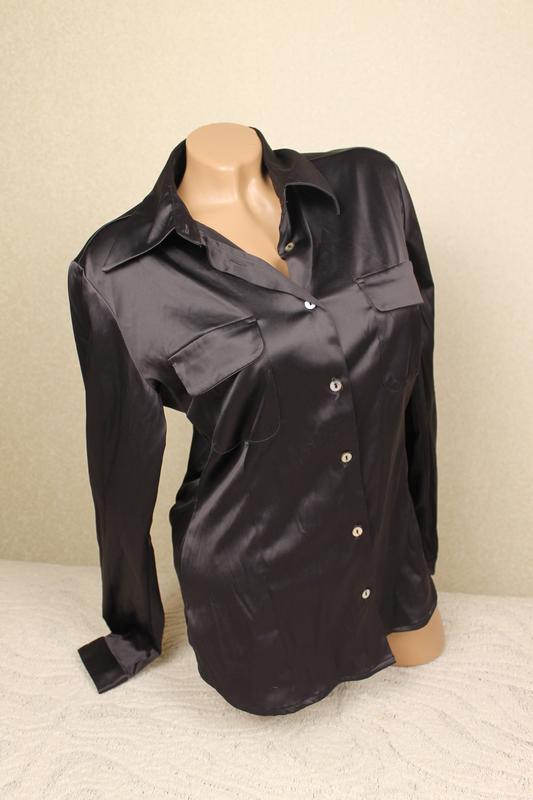 c28e851499bf163 Черная лаконичная атласная женская рубашка бренда s.oliver S.Oliver ...