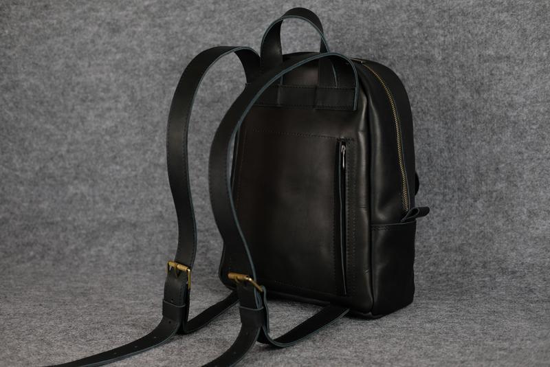 6818769c9ca1 ... Черный кожаный рюкзак среднего размера с потайным карманом k00028-65  фото