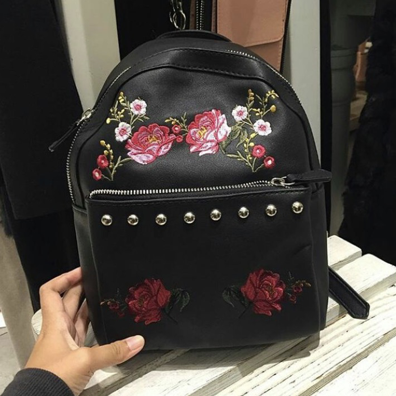 618ae4826b2a ... Рюкзак с цветочной вышивкой с шипами кнопками страдивариус  stradivarius5 фото