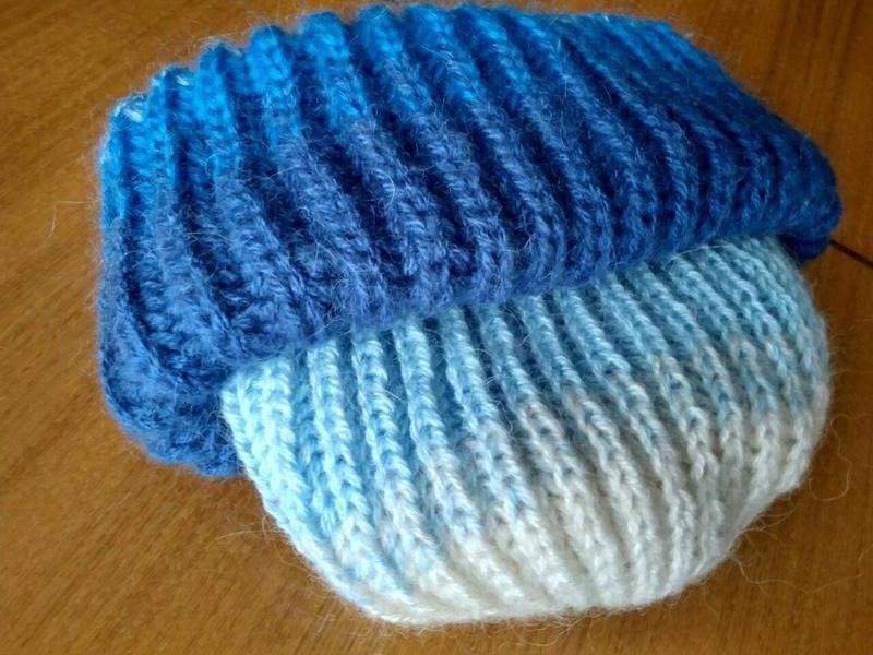 шапка вязаная градиентом с переходом цвета в стиле так ори такори