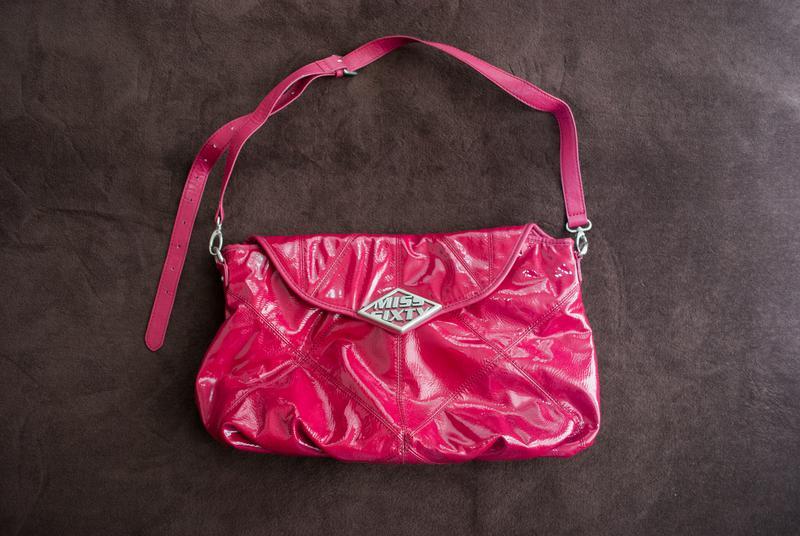 f03077f80385 Большая розовая лакированная сумка почтальонка miss sixty Miss Sixty ...