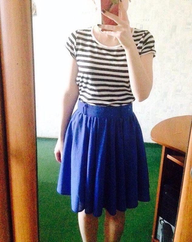 Синяя юбка в складку фото