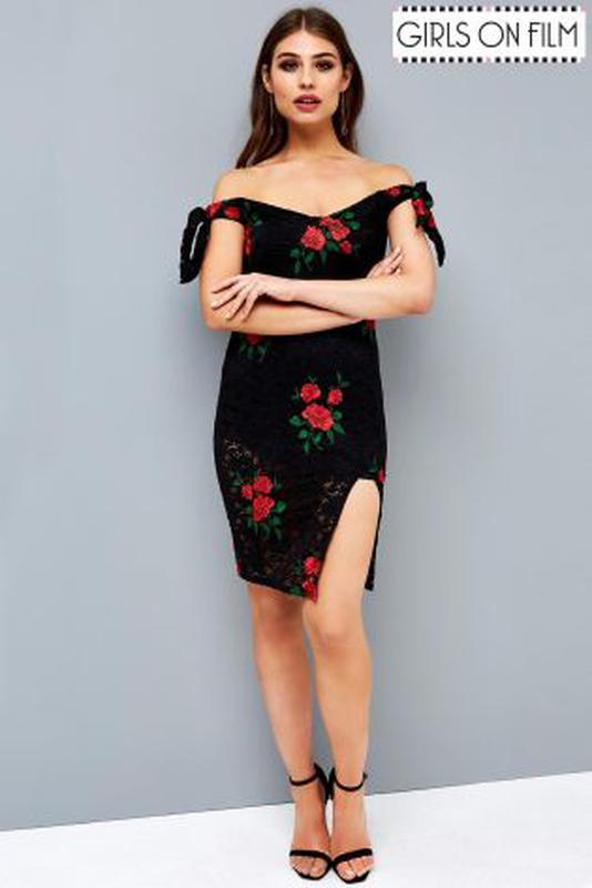 7966f6ac556a3a Мереживне обтягуюче плаття з вишивкою і відкритимии плечами girls on film1  фото ...