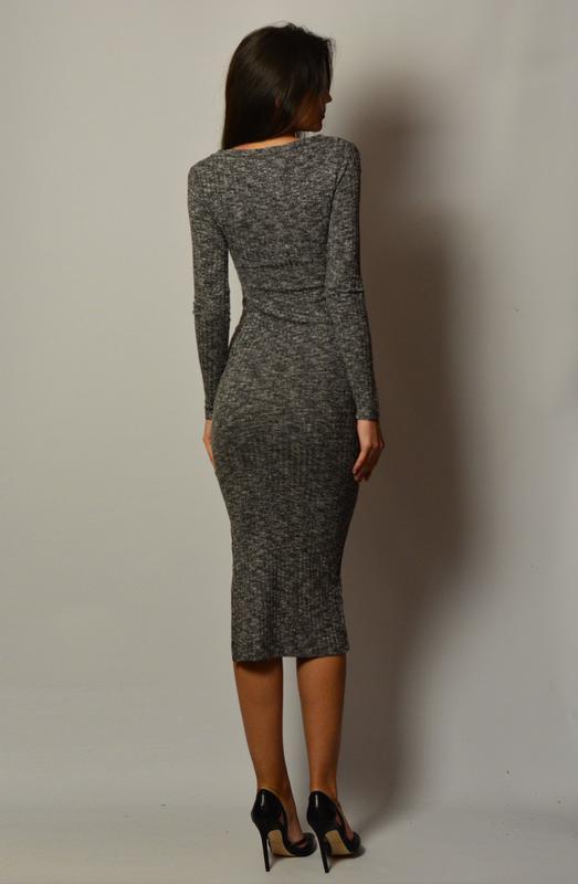 27bae26a055863f ... Стильное базовое теплое платье миди по фигуре трикотаж в рубчик серый  меланж2 фото