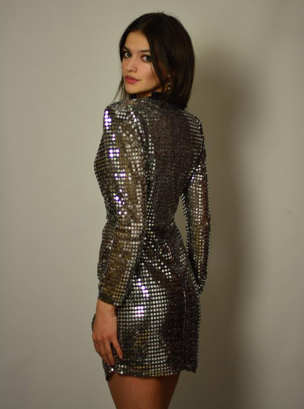 2493a3bfeff ... Женственное нарядное платье мини на запах в пайетки люрекс блестящая  ткань металлик2 фото