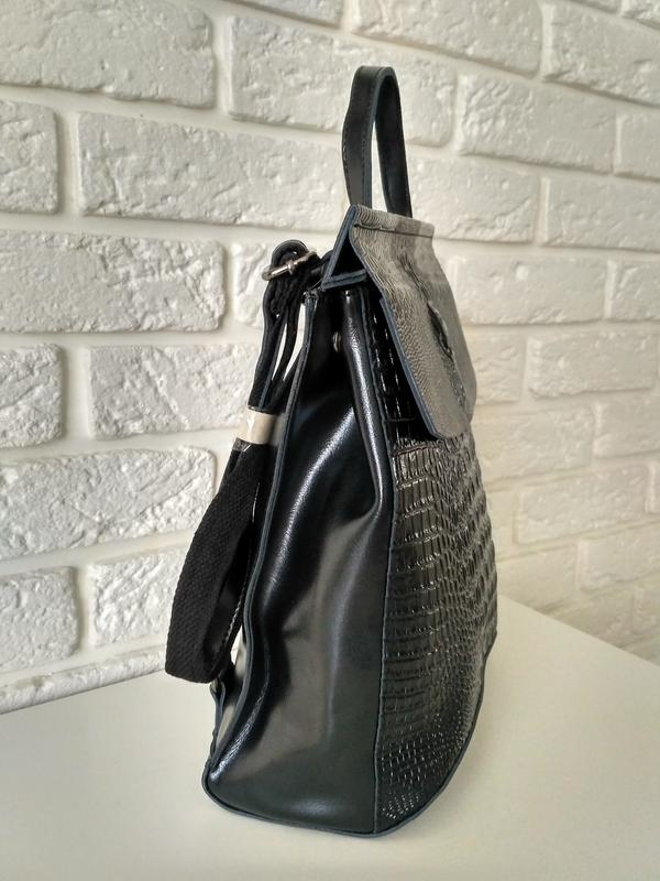 e713ee421008 ... Кожаный рюкзак-сумка (трансформер) с теснением под рептилию