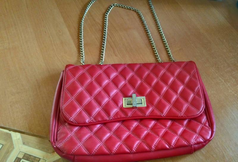 37d0a1d3c21c Классическая стеганая сумка клатч oriflame красная1 фото · Классическая  стеганая сумка клатч oriflame красная2 фото ...