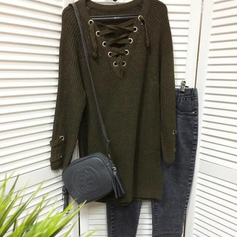 376d17fe7aa ... Женский удлинённый свитер туника с колечками на шнуровке хаки2 фото ...