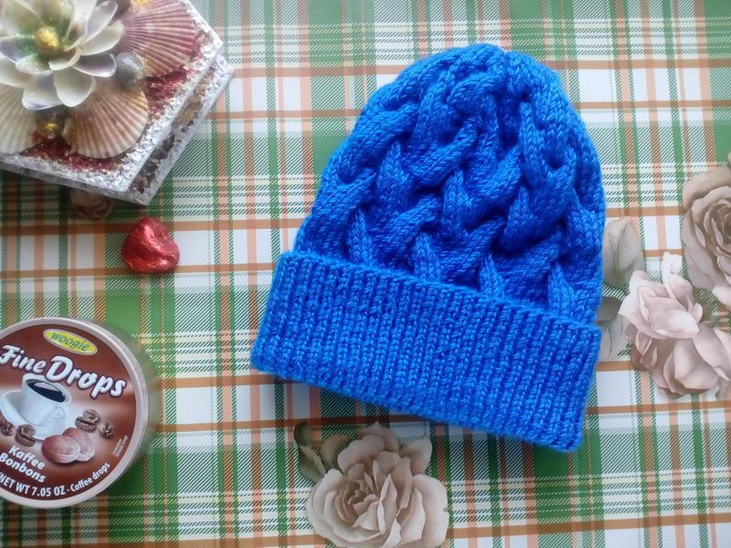 Ярко голубая шапка с косами Ручная Работа ff02269eb88ca
