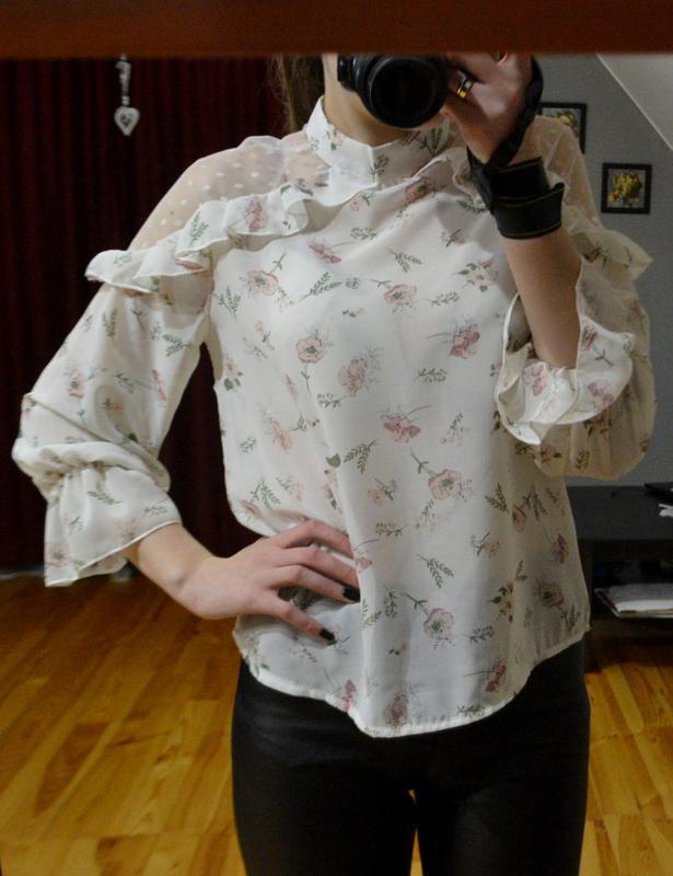 Неймовірна шифонова блузочка у квіти із відкритими плечима-сіточками ... 5243e6afad5f4