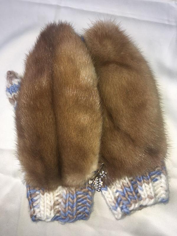 шикарные варежки на вязанной основе из коричневой норки цена 450