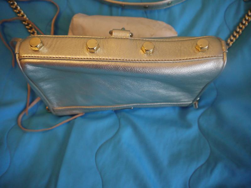 73d7f0ee942b ... Кожаная сумка-клатч rebecca minkoff яркого золотого цвета.3 фото ...
