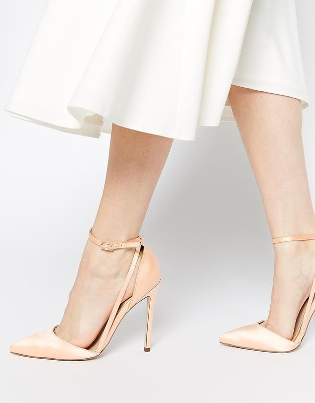 Туфли на каблуке телесного цвета