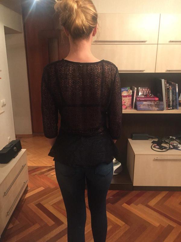 Фото девушка в прозрачной кофте со спины