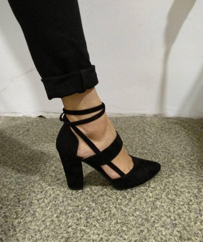 1d71f6185 Замшевые черные туфли босоножки на устойчивом каблуке со шнуровкой1 фото ...