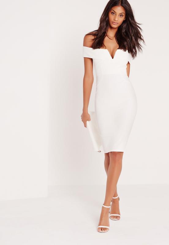 1149fb926c4 Белое платье с открытыми плечами Missguided
