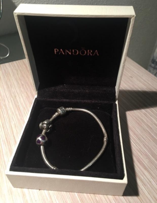 Pandora браслет и 2 шарма плюс коробка Panda цена 1299 грн