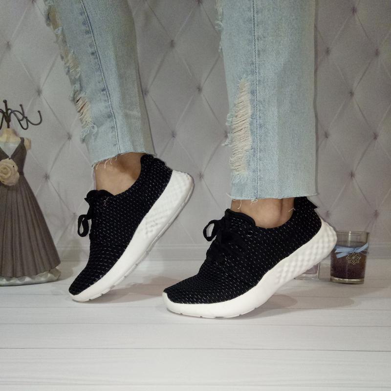 e5f74e902a7a Женские черные текстильные кроссовки на белой подошве за 200 грн. | Шафа