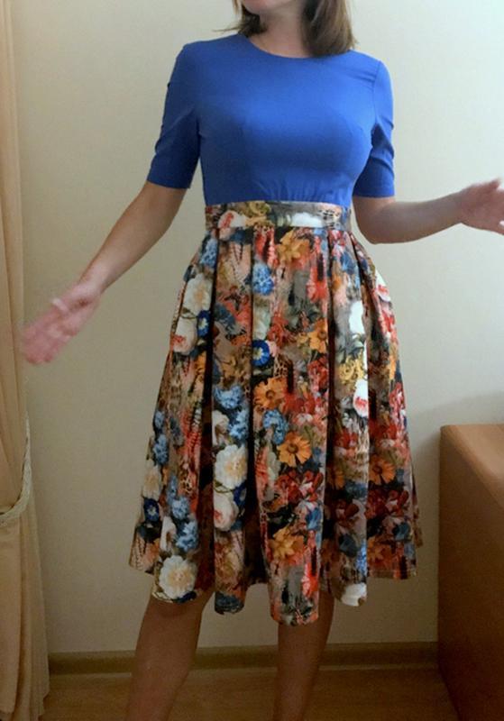 Платье musthave нарядное выпускное коктейльное миди с пышной юбкой  цветочный принт1 ... 65290785ad431