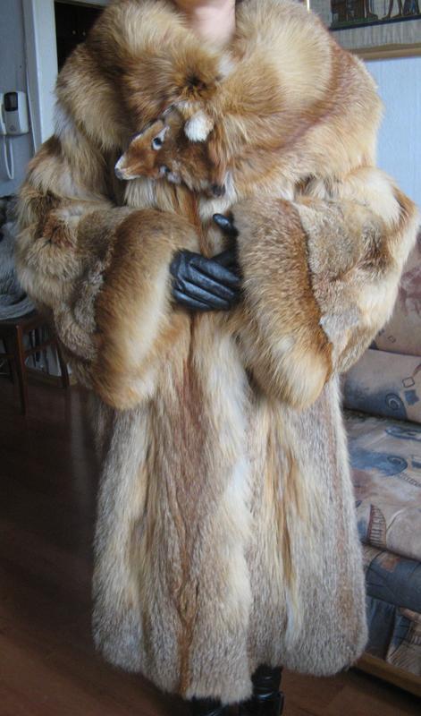 Русское порно, фото обнаженной женщины в лисьей шубе