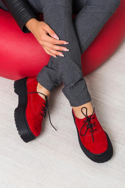 17e790017 Женские туфли на платформе из натуральной замши красного цвета, на шнуровке  рр 36-401 ...