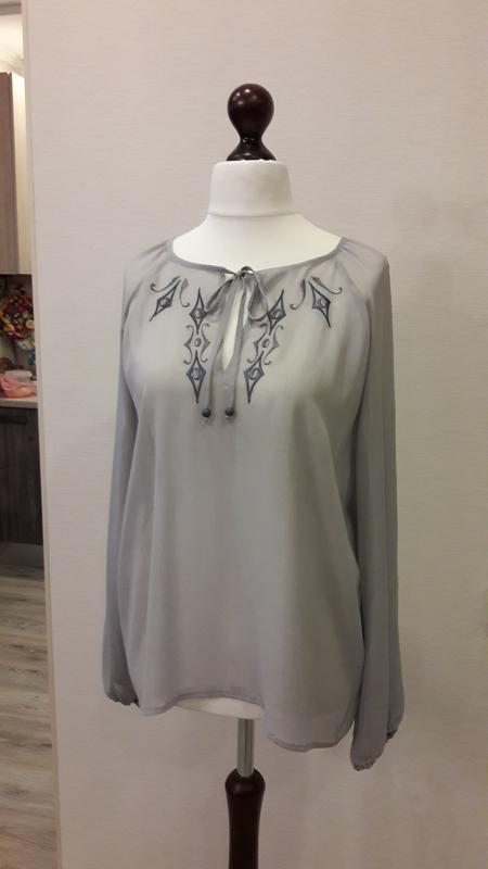 24cb5daf626 ... Серая шифоновая блузка с вышивкой bonanza4 фото