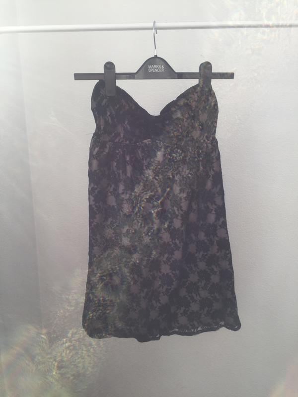 5ef4b0fe8fd Базовое гипюровое платье бюстье маленькое черное платье Bershka ...