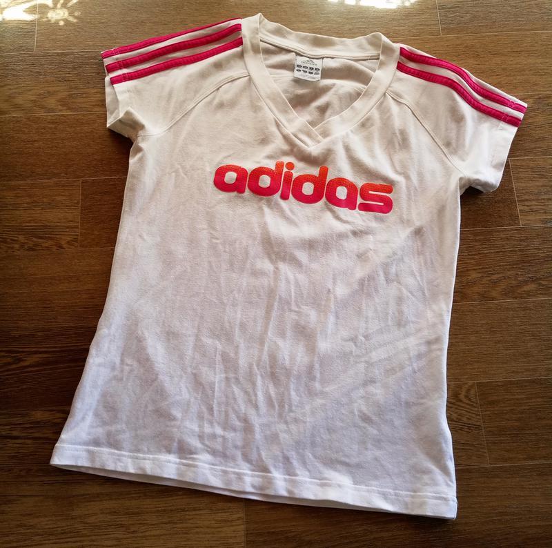 4e285362759 Спортивная футболка adidas хлопковая с тремя полосками на плечах1 ...