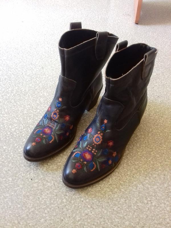 Гарнезні шкіряні демі черевички 39р. етно стиль1 ... 87b54fb5d7917