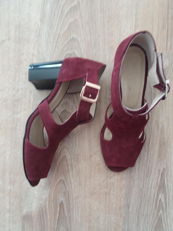 17c5effe0bc6 Новые замшевые босоножки модного цвета марсала за 660 грн.