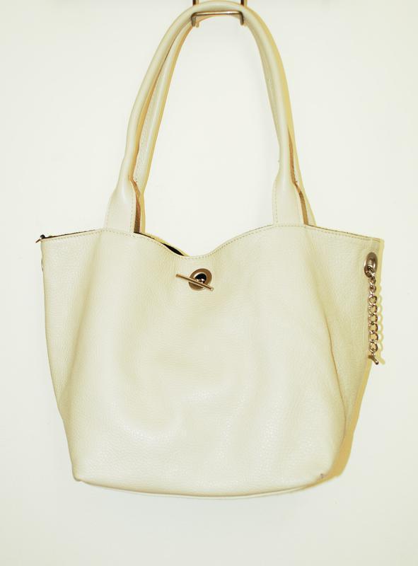 Двухсторонняя большая кожаная молочная светлая сумка шоппер, торба, хобо.1  ... f6e76966535