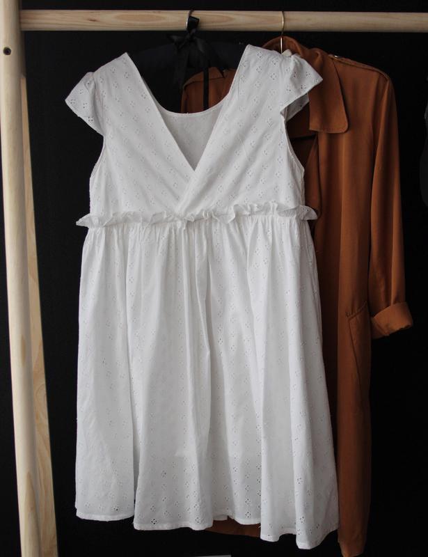 Белое хлопковое платье с оборкой, выбитым узором, открытая спинка1 ... ed08263938c