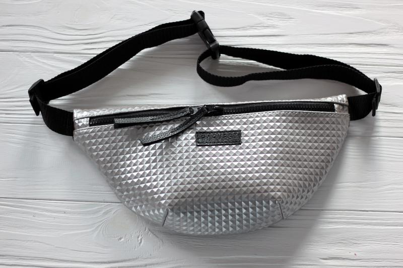 3bc9952652b920 Женская поясная сумка бананка, сумка на пояс серебряная - rmb silver1 фото  ...