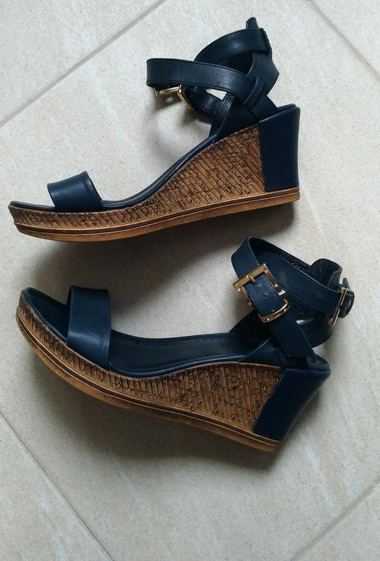 15110f0ed31 Женские кожаные босоножки-сандалии на платформе-танкетке. за 2500 грн. |  Шафа