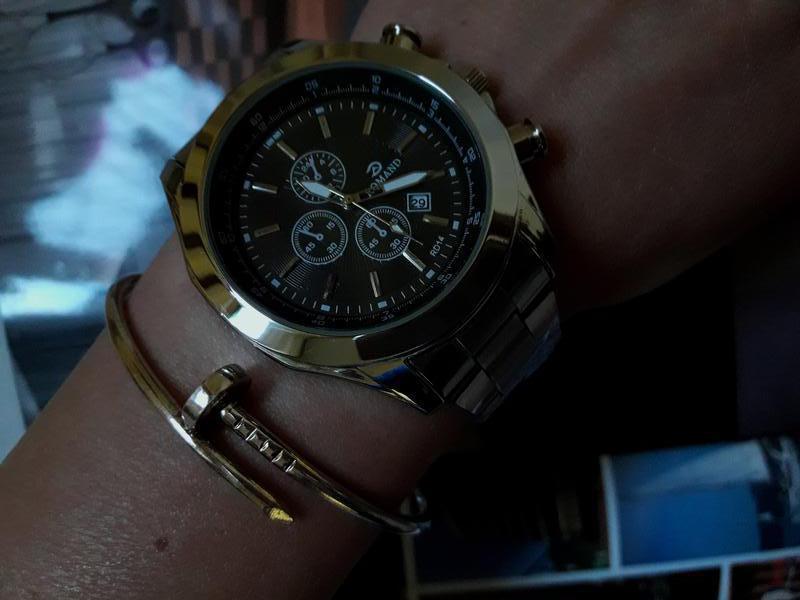 Массивные мужские часы из стали