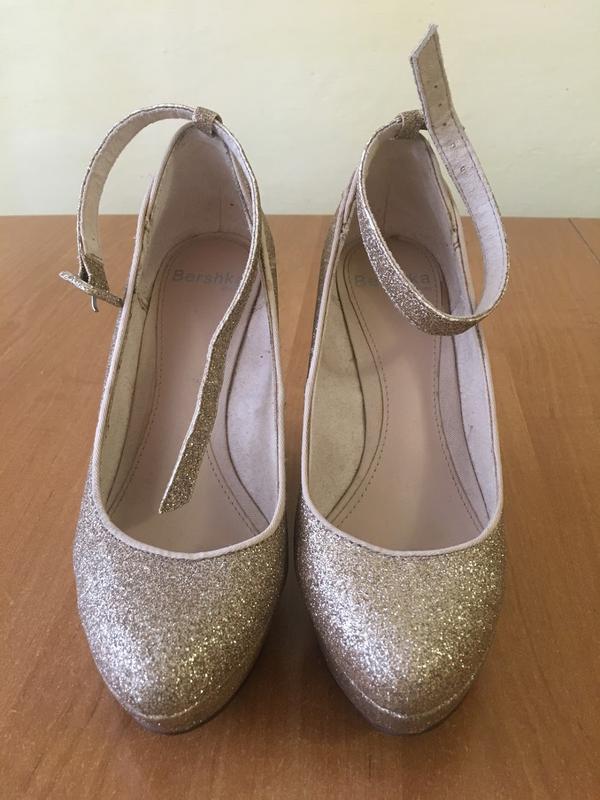 Золоті супер зручні вечірні туфлі Bershka dc74b69e1559b