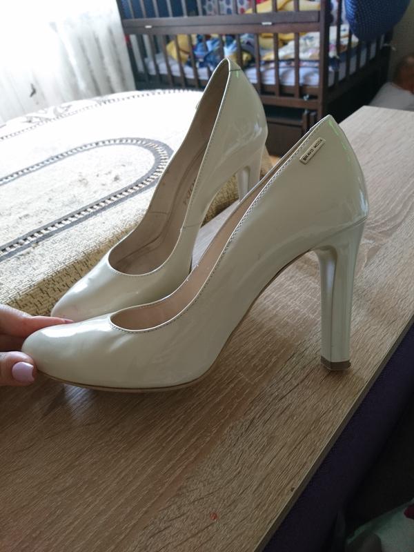 Бежеві лакові туфлі bravo moda Bravo Moda 5a8cf79e1b8eb