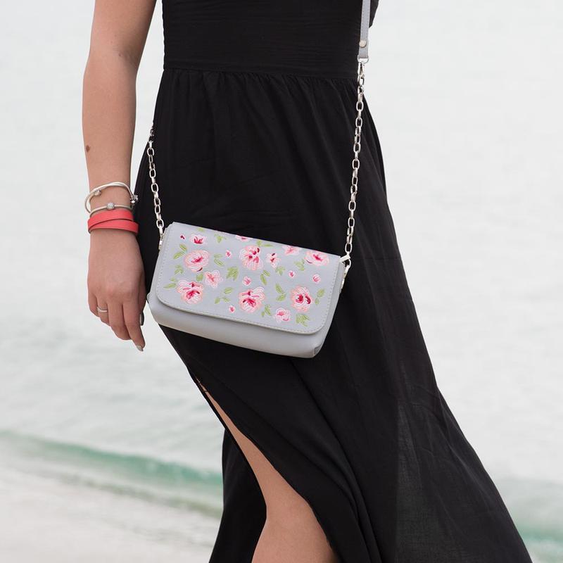 df5d1829f115 Маленький легкий летний клатч с нежной вышивкой. Alba Soboni, цена ...