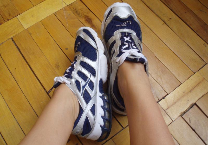 Шкіряні жіночі кросівки з сіткою тіні розмір 39 401 ... b5f47917d410f