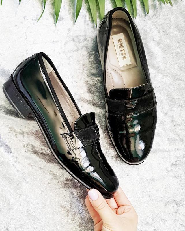 Шкіряні чорні лакові туфлі на низькому каблуку Vero Cuoio 516110bb9b2c5