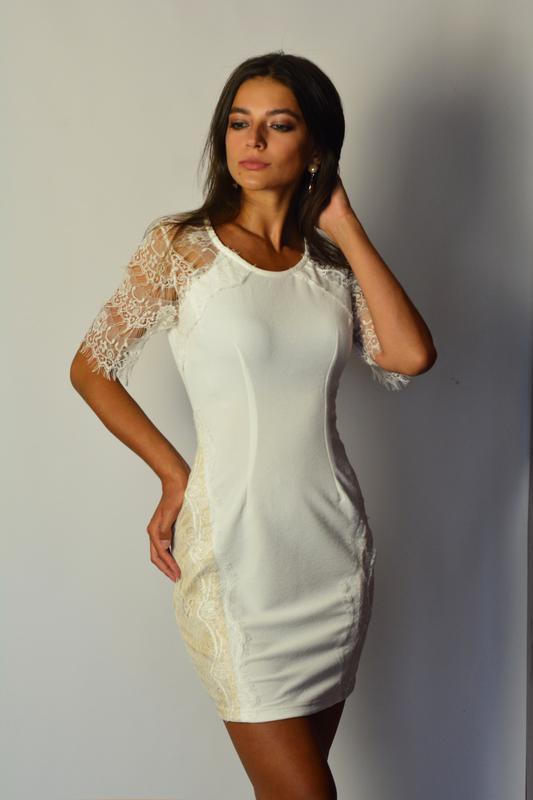 c8cb7498a76 Шикарное белое платье футляр с вставками с кружева и кружевными рукавами1  фото ...