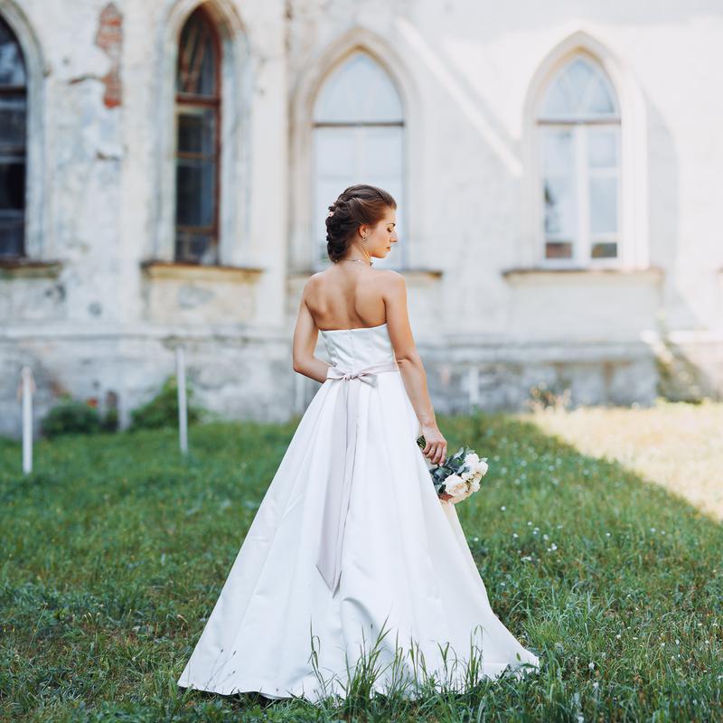 c01ccdfda0f Элегантное свадебное платье цвета айвори на миниатюрную девушку1 ...